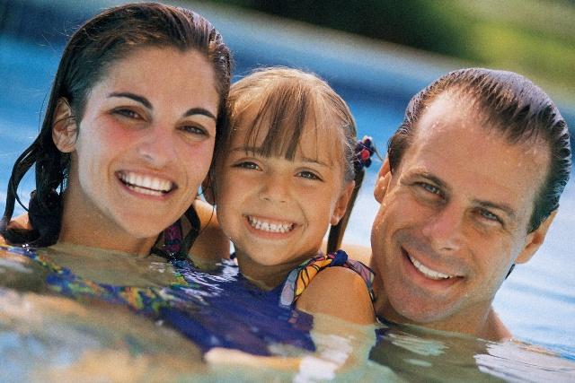 la seguridad de los niños en la piscina