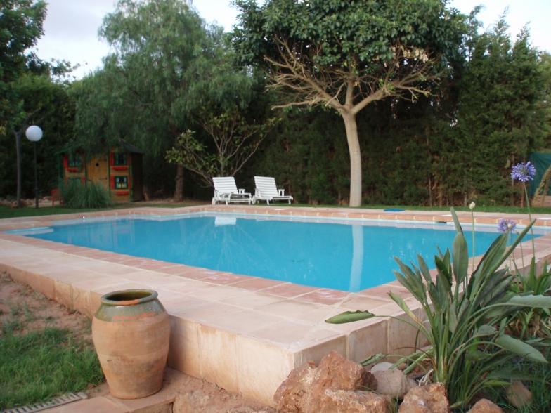 construccion piscina entorno jardin monasterios